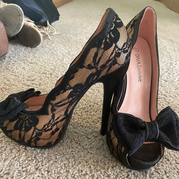 Shoes   Heels With Lace And Bows On